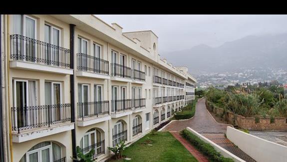 Budynek główny hotelu Club Lapethos