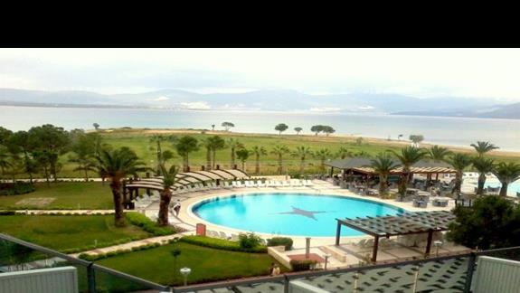 Widok z pokoju na część basenową Venosa Beach Resort