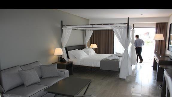 Junior Suite z prywatnym basenem w Princess Andriana Resort & Spa
