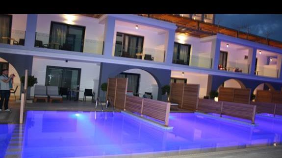 pokoje z basenami prywatnymi Mitsis Alilia