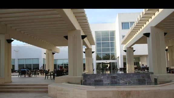 Budynek główny  z restauracją