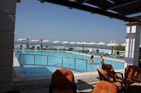 Hotel Coralli Beach - Widok z restauracji na basen i na morze Studia Coralli Beach