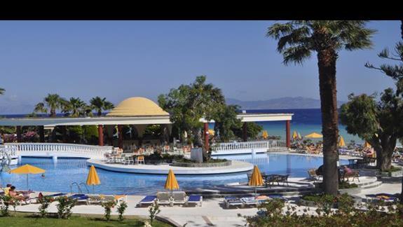 Widok na basen w hotelu Sunshine