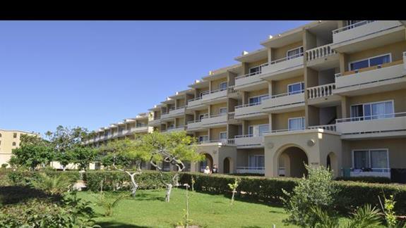 Widok zewnętrzny na budynki hotelu Sunshine