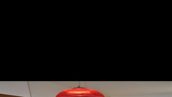 Pokój dzienny w pokoju rodzinnym dwupomieszczeniowym w hotelu Sunshine