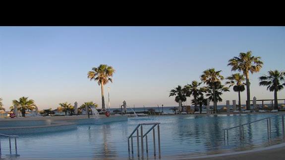 basen wieczorkiem