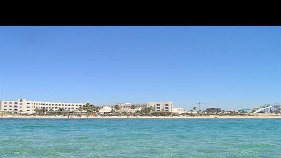 widok na hotel z roweru wodnego - dostępne na plaży, niepłatne
