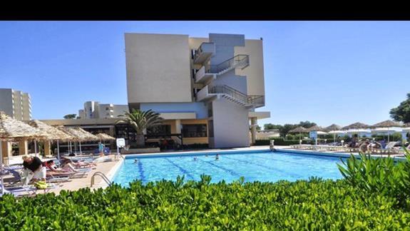 Widok zewnętrzny na hotel Blue Sea