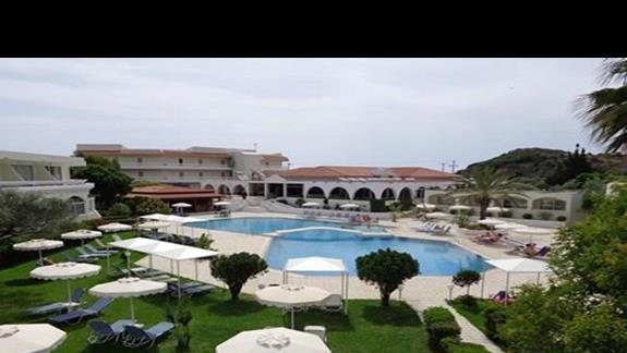 Widok na teren hotelu Niriides