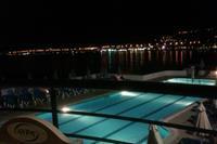 Hotel Horizon Beach - basen noca
