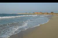 Hotel Hilton Marsa Alam Nubian Resort - Widok z plaży na jedyny hotel w sąsiedztwie :)