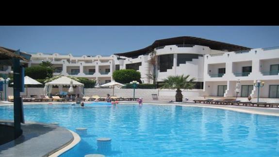 Mniejszy basen hotelowy
