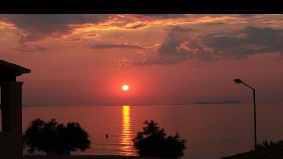 Zachód słońca widziany z hotelu Kormoranos
