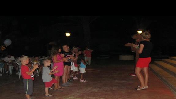 mini disco dla dzieci kazdego wieczora przyciagalo liczne dzieci
