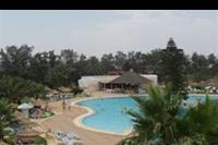 Hotel Liberty Resort - Widok z okna hotelowego na lewa czesc basenów oraz