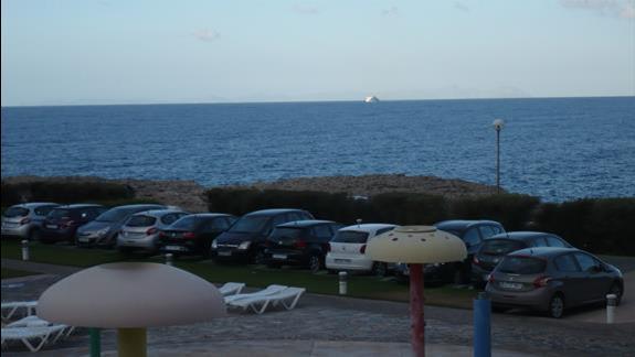 widok z baloknu pokoju nr 62 na morze