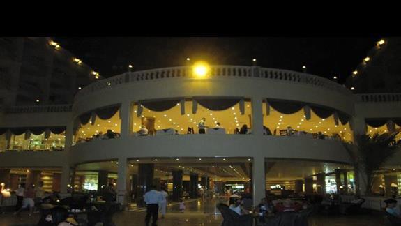 taras i restauracja noca