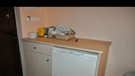 Mini aneks kuchenny w pokoju