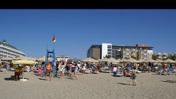 widok hotelu z plaży