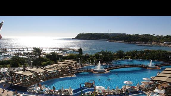kompleks basenów w hotelu Granada Luxury