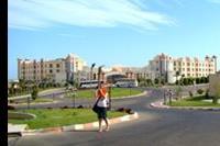 Hotel Serenity Makadi Beach - Wyglad hotelu (widok spod hotelu Serenity Fun City)