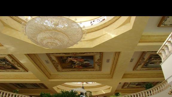 sufit w lobby