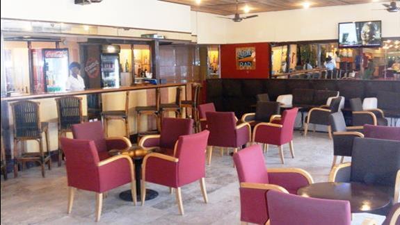 Lobby bar w hotelu Kombo Bech