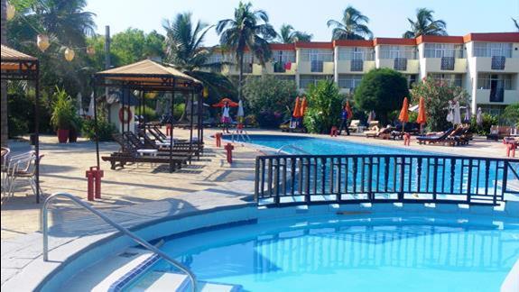 Basen w hotelu Kombo Beach