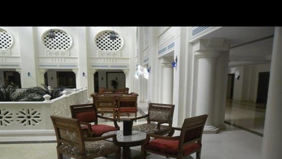 Lobby w hotelu Baron Palms