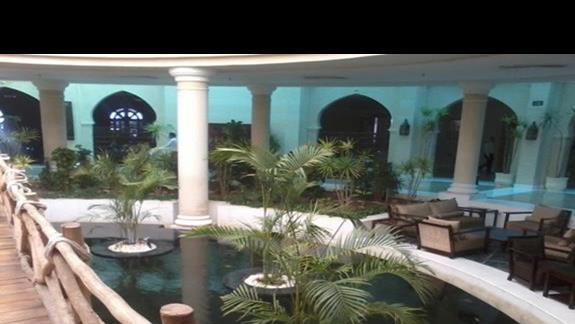 Egzotyczne lobby w hotelu Savoy