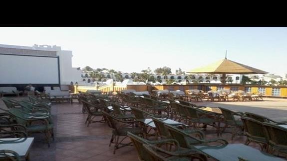 Restauracja z widokiem na ogród w hotelu Savoy