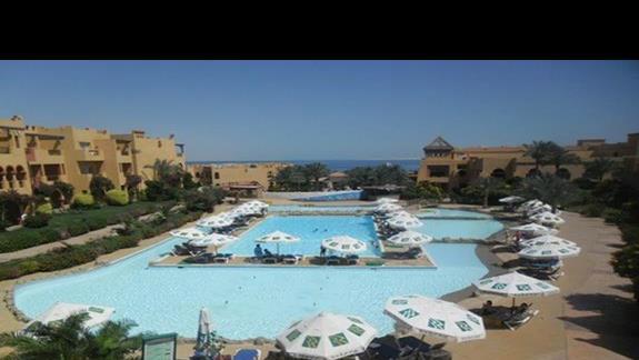 Teren hotelu Rehana Royal Beach - basen relaksacyjny
