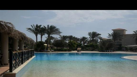 Basen główny hotelu Jaz Mirabel Beach