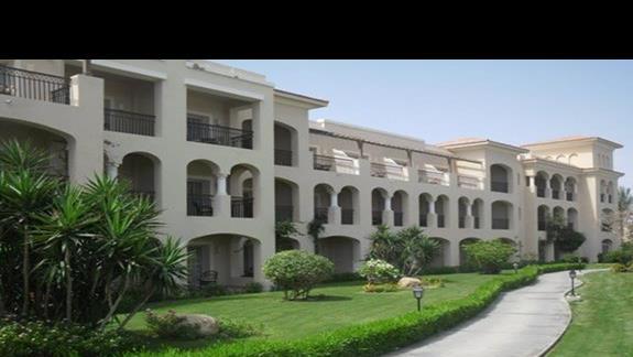 Budynki z pokojami standardowymi w hotelu Jaz Mirabel Beach