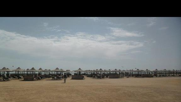Plaża przy hotelu Jaz Mirabel Beach, z której mogą korzystać klienci Jaz Mirabel Park