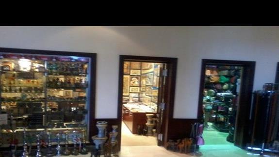 Sklepy z pamiątkami na terenie hotelu Stella di Mare