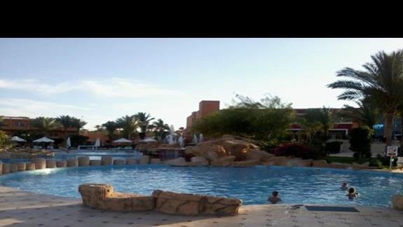 Basen główny przy hotelu Amwaj