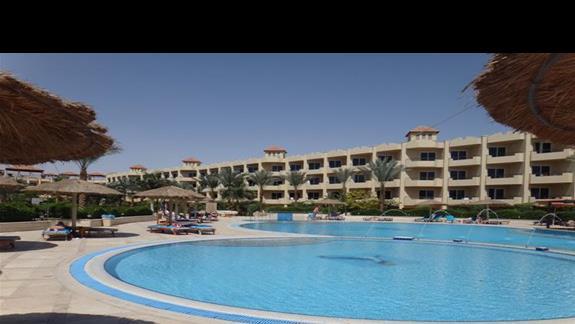 Basen w hotelu Amwaj Blue Beach Abu Soma Resort & SPA