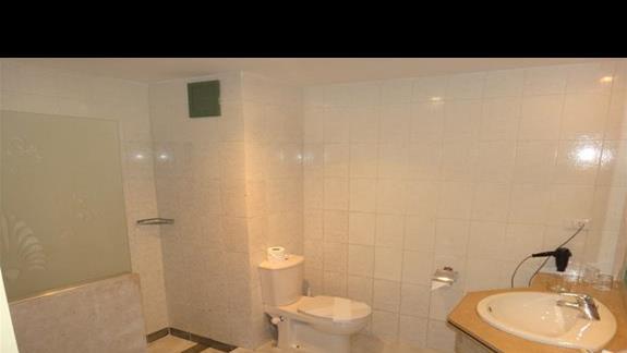 Lazienka w hotelu Brayka Bay Resort
