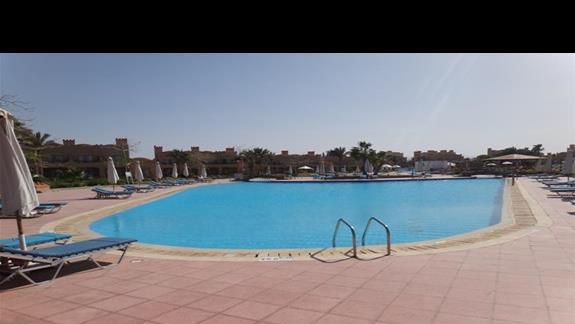 Jeden z basenów w hotelu Calimera Club Akassia Swiss Resort