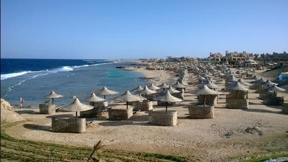 Plaza ze sztucznym basenem przy hotelu LTI Akassia Beach
