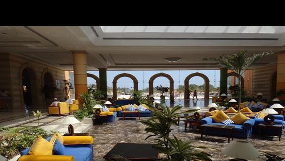 Lobby w hotelu Resta Grand Resort