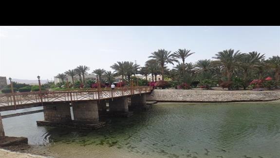Most dzielacy hotele Royal Brayka Resort z Brayka Bay Resort