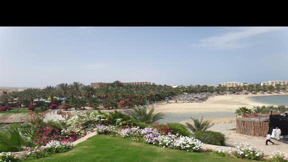 Widok z hotelu Royal Brayka Resort na Brayka Bay Resort