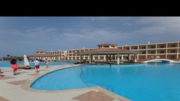 Baseny w hotelu Royal Brayka Resort