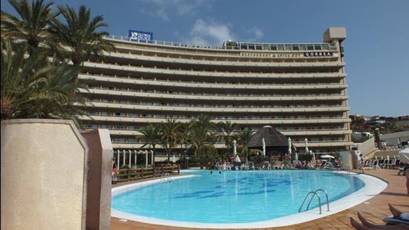 Hotel widok od strony basenu