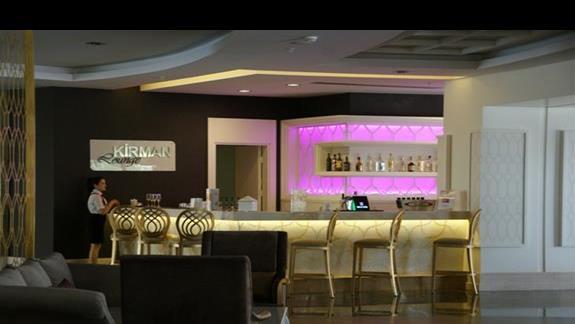 Kirman Belazur. Bar hotelowy.