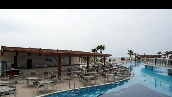 Kirman Belazur. Bar przy basenie.