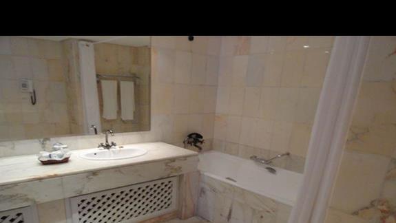 Amir Palace - łazienka w pokoju