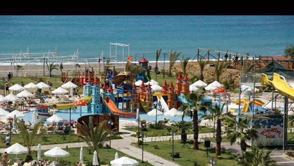 Sea Planet Resort. Widok na zjezdzalnie dla maluchów.